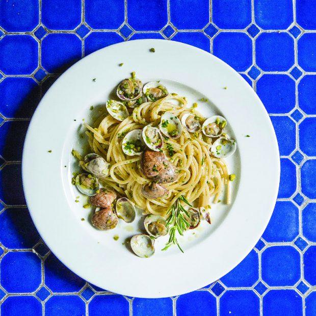 Spaghetti alle vongole e pistacchi di Bronte